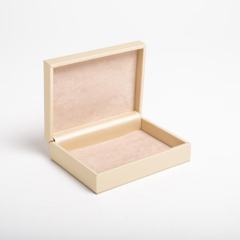 Packaging personalizzato e scatole di lusso per gioielli e for Gioielli di design